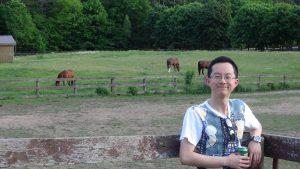 26ニック先生の奥様実家の庭の牧場_R